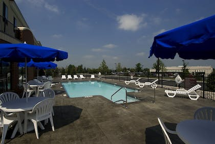 Pool | Holiday Inn Express Bethlehem Airport - Allentown Area