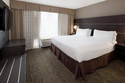 Room | Holiday Inn Express Hotel & Suites East Wichita I-35 Andover