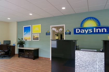 Reception | Days Inn by Wyndham Lincoln