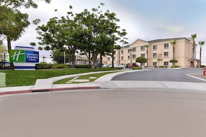 Featured Image | Holiday Inn Express Hotel & Suites San Diego Otay Mesa