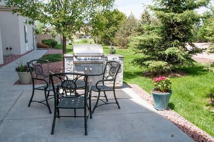 BBQ/Picnic Area | TownePlace Suites Marriott South