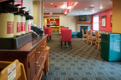 Breakfast Area | TownePlace Suites Marriott South