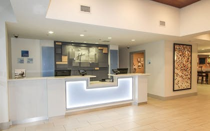 Lobby | Holiday Inn Express Hotel & Suites Charleston-North
