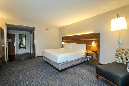 Guestroom | Holiday Inn Express Hotel & Suites Charleston-North