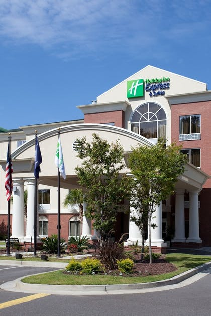 Hotel Front | Holiday Inn Express Hotel & Suites Charleston-North