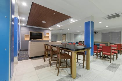 Breakfast Area | Holiday Inn Express Hotel & Suites Eugene Downtown-Universty