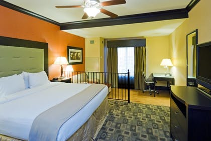 Room | Holiday Inn Express & Suites Columbia-Fort Jackson