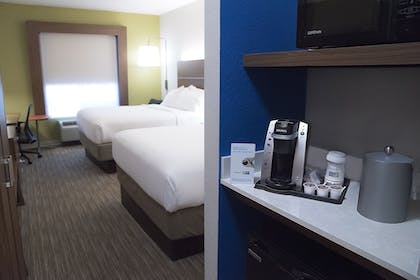 Guestroom   Holiday Inn Express & Suites Alexandria