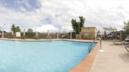 Outdoor Pool   Holiday Inn Express & Suites Alexandria