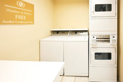 Private Kitchen | Candlewood Suites Ft. Lauderdale Airport/Cruise
