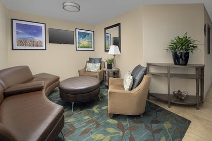 Lobby Sitting Area | Candlewood Suites I-26 at Northwoods Mall