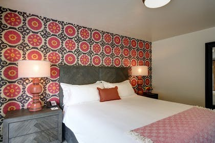 Guestroom | Colony Palms Hotel