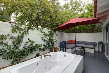 Outdoor Spa Tub | Colony Palms Hotel