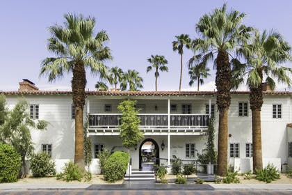 Hotel Front | Colony Palms Hotel