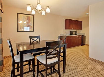 Guestroom | Holiday Inn Express & Suites Wichita Airport