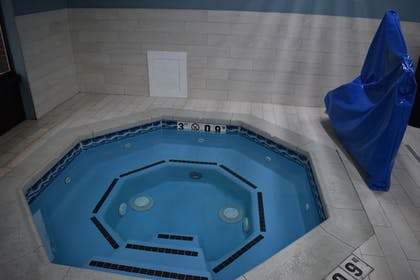 Indoor Spa Tub   Holiday Inn Express & Suites McPherson
