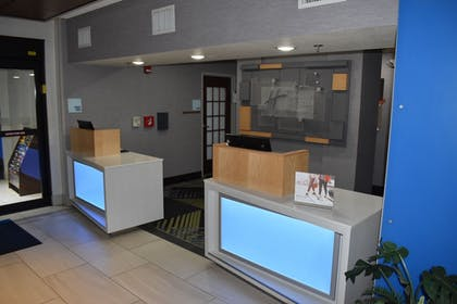 Reception   Holiday Inn Express & Suites McPherson