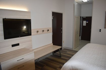 Guestroom   Holiday Inn Express & Suites McPherson