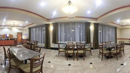 Breakfast Area | Holiday Inn Express Hotel & Suites Fairfield - North