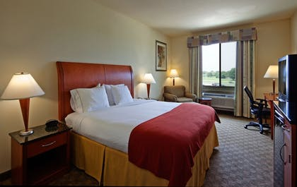 Guestroom   Holiday Inn Express Hotel & Suites Fairfield - North