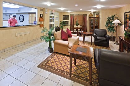 Lobby | Candlewood Suites Wichita Falls at Maurine Street