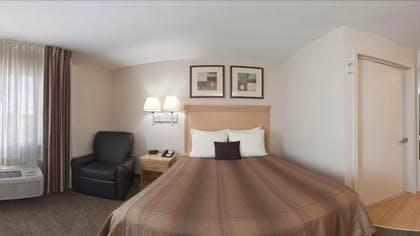 Guestroom | Candlewood Suites Junction City Fort Riley