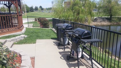 BBQ/Picnic Area | Candlewood Suites Springfield
