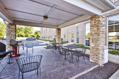 BBQ/Picnic Area | Candlewood Suites Indianapolis Airport