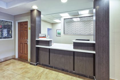Lobby | Candlewood Suites Indianapolis Airport