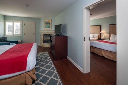 Living Area | Morro Shores Inn And Suites