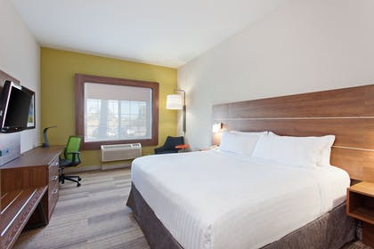 Guestroom | Holiday Inn Express Hotel & Suites Corona