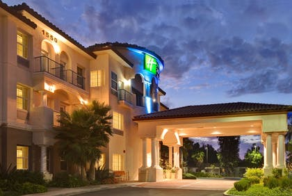Featured Image | Holiday Inn Express Hotel & Suites Corona