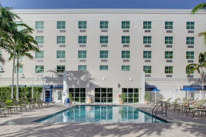Pool | Holiday Inn Express & Suites Kendall