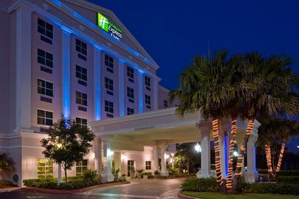 Exterior | Holiday Inn Express & Suites Kendall