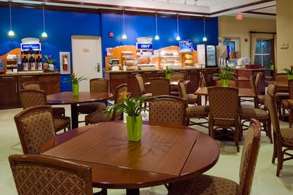 Restaurant | Holiday Inn Express & Suites Kendall