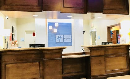 Lobby | Holiday Inn Express & Suites Kendall