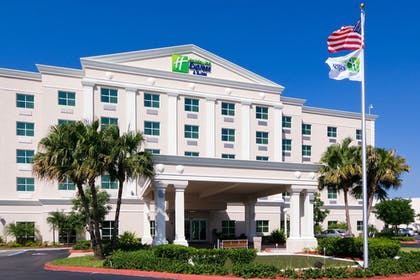 Featured Image | Holiday Inn Express & Suites Kendall