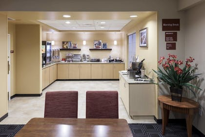 Breakfast Area | TownePlace Suites by Marriott Suffolk Chesapeake