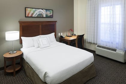 Guestroom | TownePlace Suites by Marriott Suffolk Chesapeake
