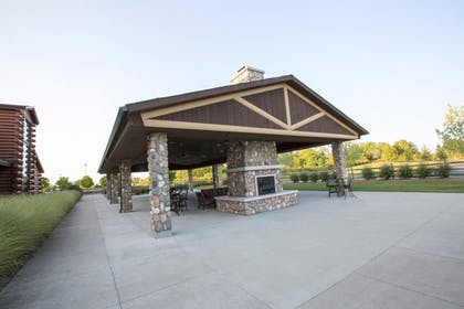 BBQ/Picnic Area | Great Wolf Lodge Cincinnati/Mason