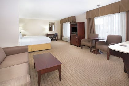 Guestroom | Holiday Inn Express & Suites Minot