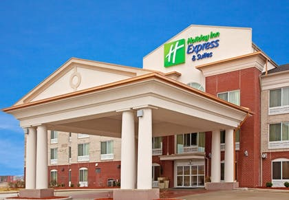 Hotel Front | Holiday Inn Express & Suites Vandalia