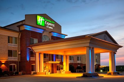 Hotel Front - Evening/Night | Holiday Inn Express & Suites Vandalia