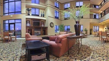 Lobby Sitting Area | Holiday Inn Express & Suites Goodland