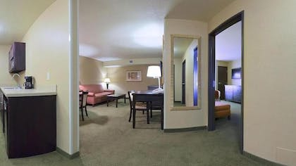 Living Room | Holiday Inn Express & Suites Goodland