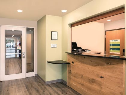 Lobby | WoodSpring Suites Fayetteville