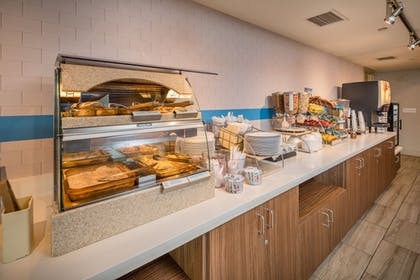 Restaurant | Holiday Inn Express and Suites Modesto