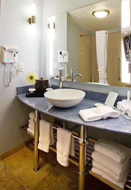 Room | Holiday Inn Express and Suites Modesto
