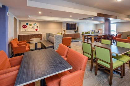 Breakfast Area | Holiday Inn Express and Suites Modesto