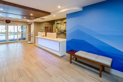 Lobby | Holiday Inn Express and Suites Modesto